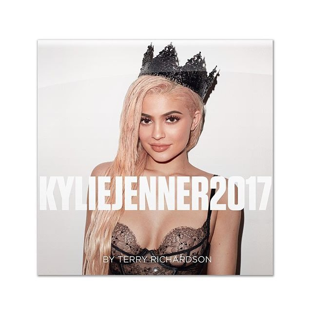 kylie-jenner-2017-calendar-1